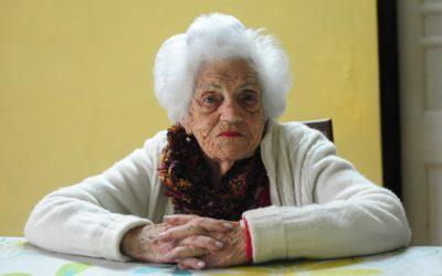 Una de las votantes más longevas tiene 103 años